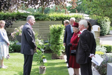 The Queen is presented with Magnolia Black Tulip