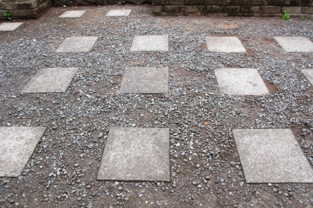The chequer board approach (in need of a gravel top up)