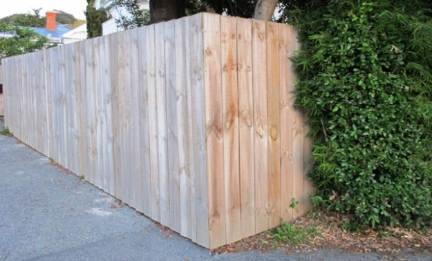 The brutality of the utility wooden fence